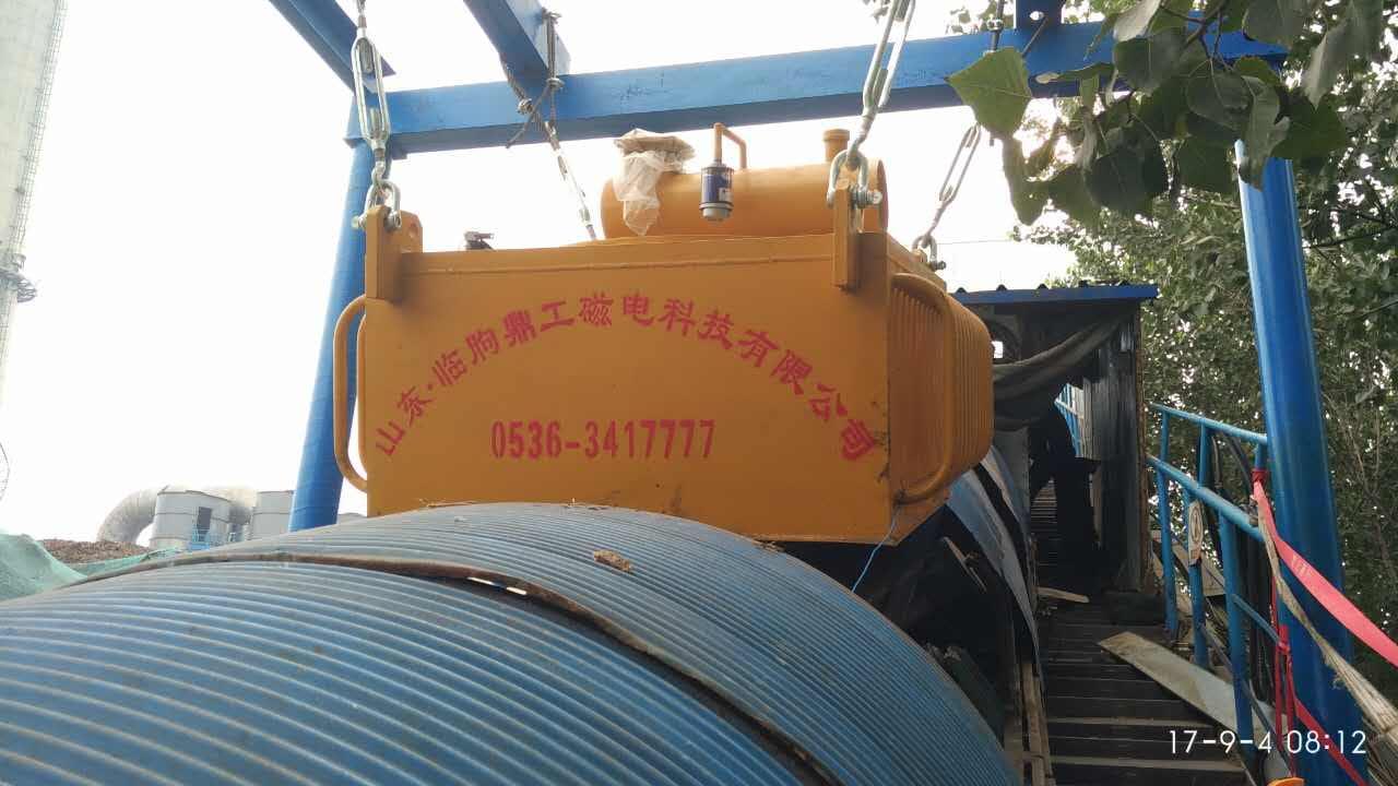 悬挂油冷电磁除铁器使用现场